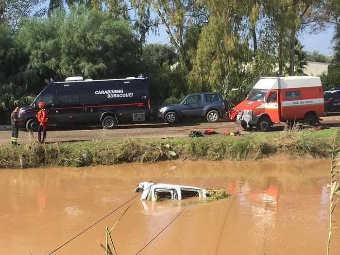 L'auto della donna trovata morta in Sardegna