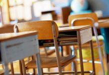 banchi sedie aula scuola