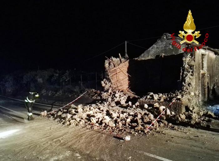 Terremoti: scossa 4,8 nel Catanese, crolli e gente in strada