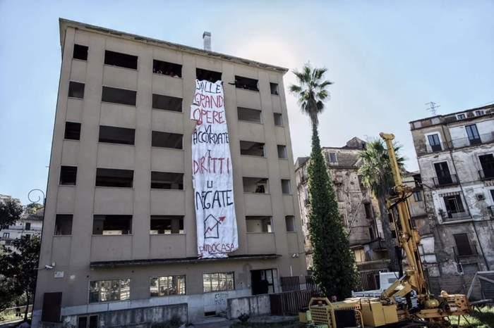 L'ex hotel Jolly di Cosenza occupato dal comitato Prendocasa.