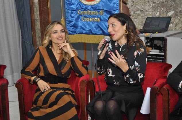 Iole Perito che ha moderato la serata con la giornalista Laura Chimenti