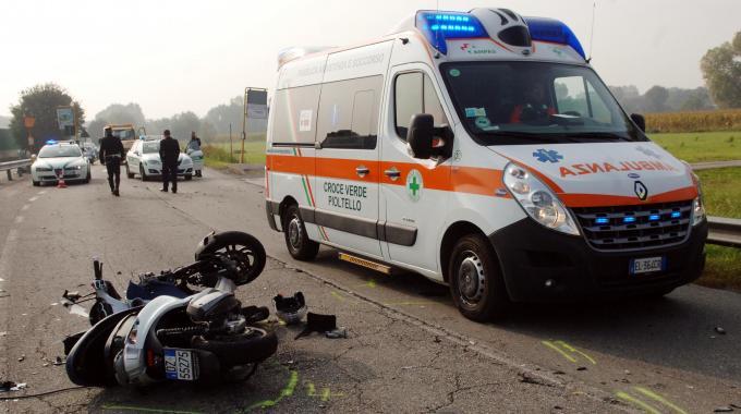Scontro auto-moto a Cosenza, feriti padre e figlio di 8 anni