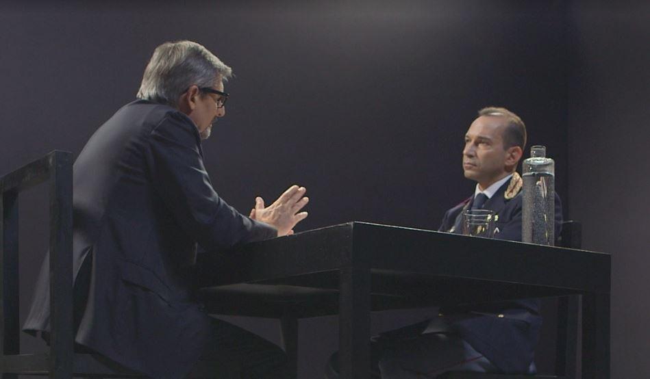 Il regista Pino Rinaldi con il commissario Sebastiano Bartolotta