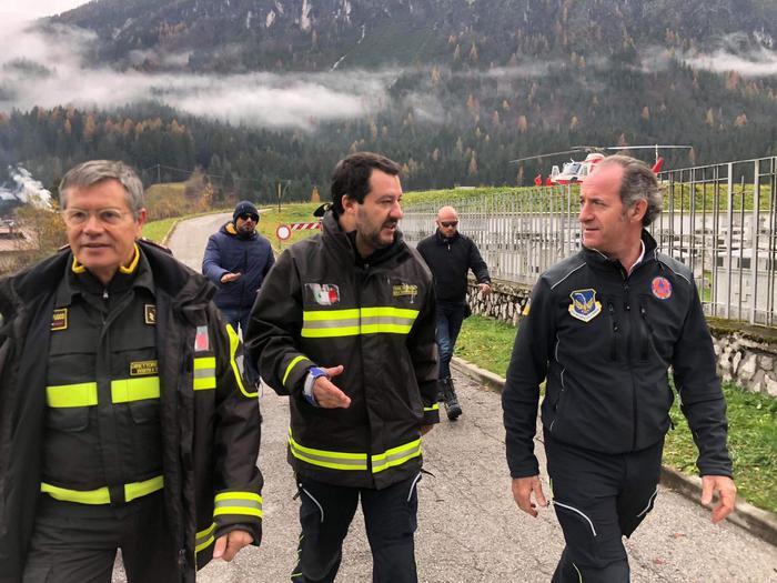 Il ministro dell'Interno Matteo Salvini con il governatore del Veneto nel Bellunese