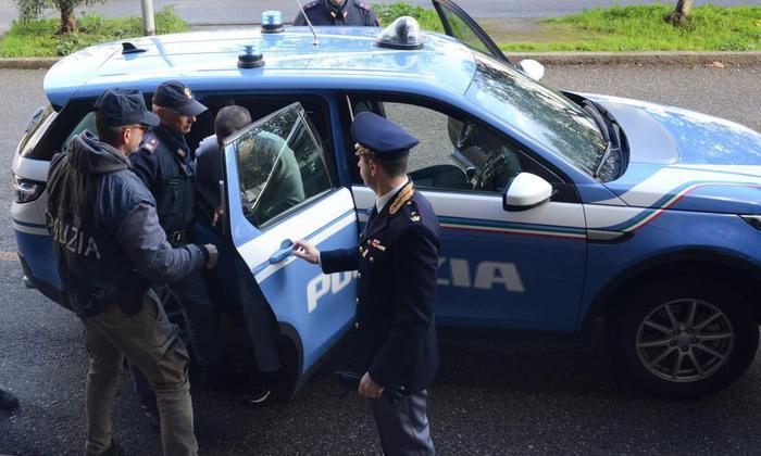 Terrorismo: blitz a Macomer, uomo bloccato a bordo furgone
