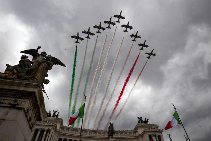 4 Novembre: Frecce tricolori sorvolano Roma