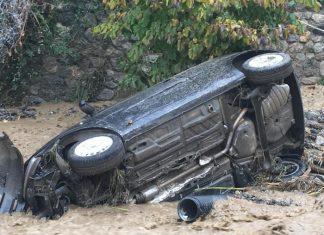 Torrente in piena a Bagaladi, auto trascinate, nessun ferito