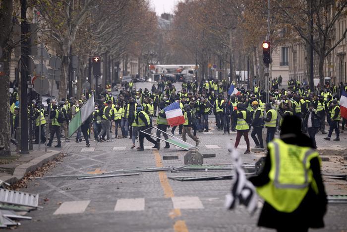 """La protesta dei """"Gilet gialli a Parigi"""