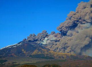 Etna: aperta frattura eruttiva alla base cratere Sud-Est