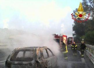 incendio auto A2
