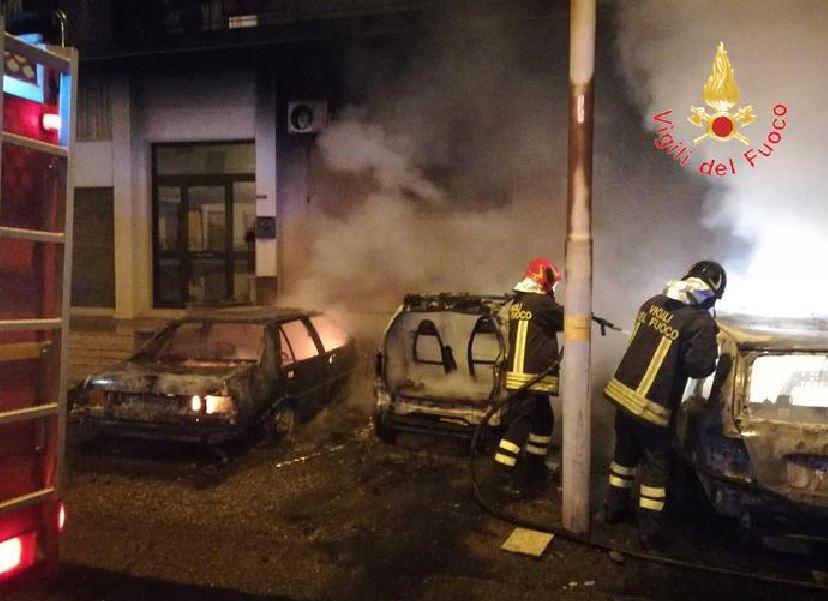 Vibo Valentia, sfilza di auto incendiate: indagini
