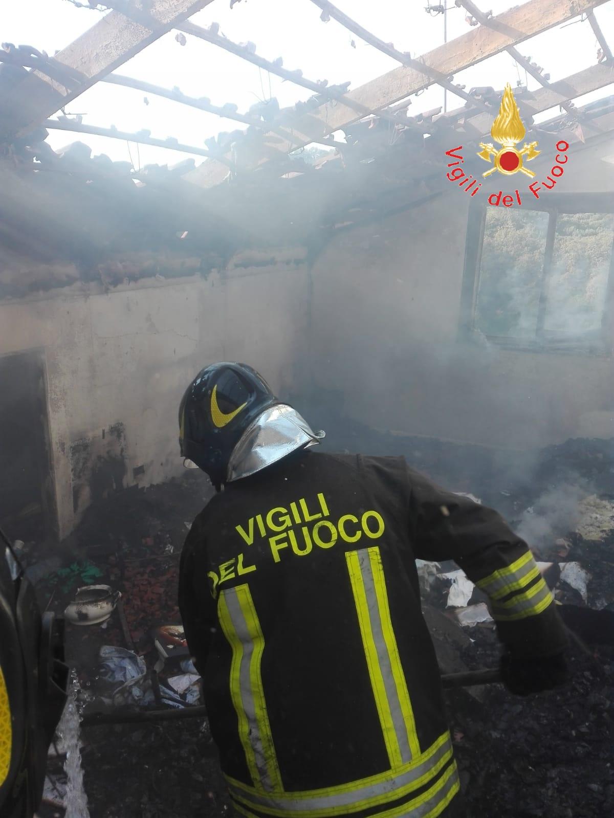 incendio casa feroleto