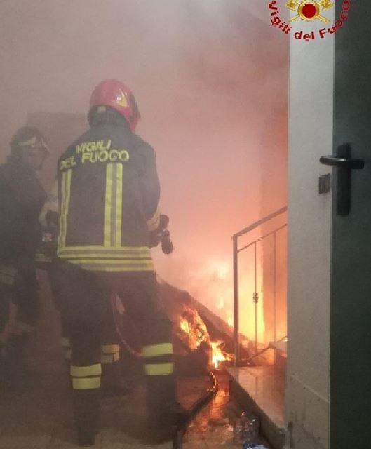 incendio palazzo crotone