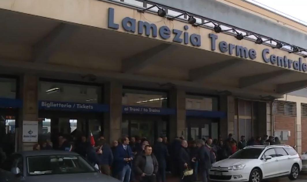 protesta precari stazione lamezia
