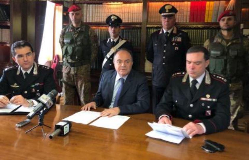 Da sinistra il tenente colonnello Giuseppe Carubio, il procuratore Nicola Gratteri e il colonnello Marco Pecci