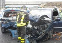 Auto contro pattuglia Ps su A2, illesi due agenti