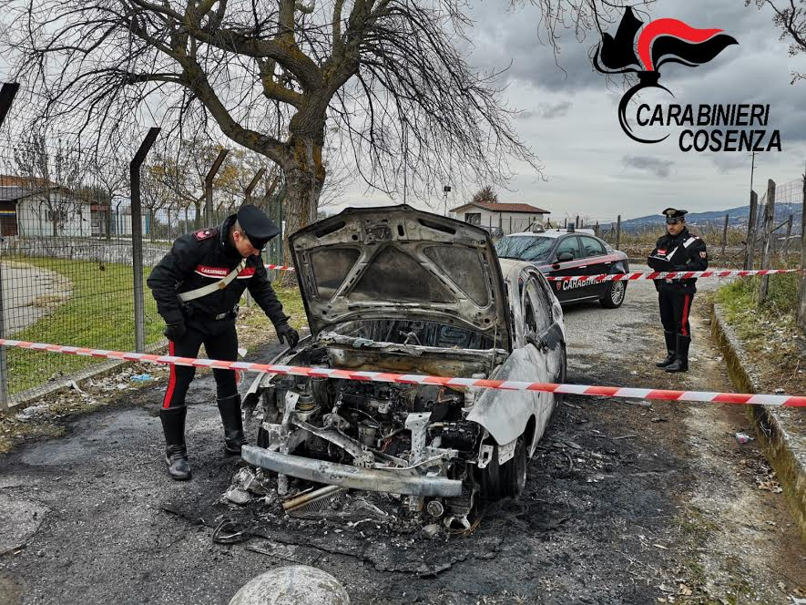 incendio auto piane crati