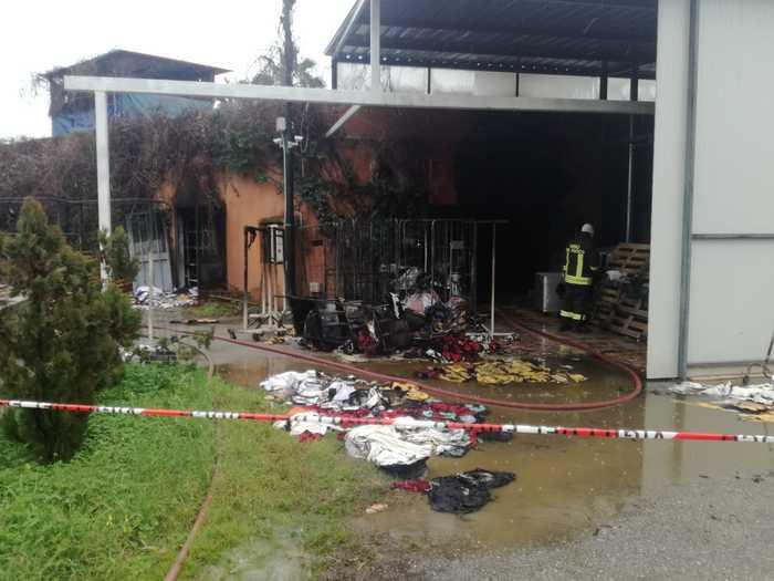 Incendio distrugge locali lavanderia in villaggio turistico Marlusa a Sibari