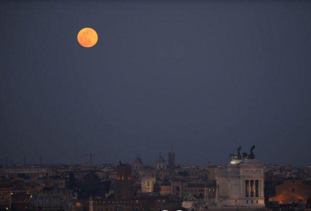 La Super Luna a Roma