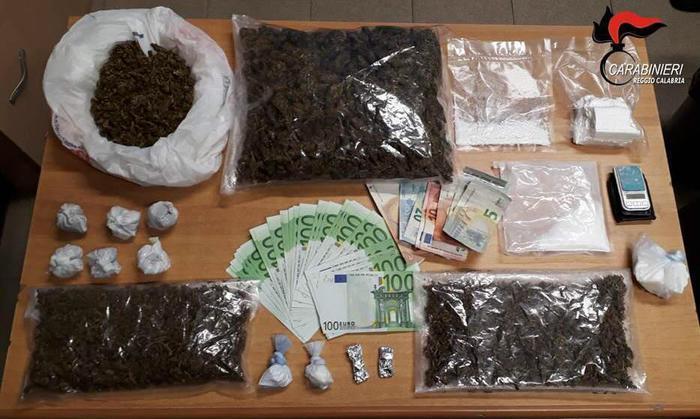 Ai domiciliari aveva 260 grammi cocaina, arrestato