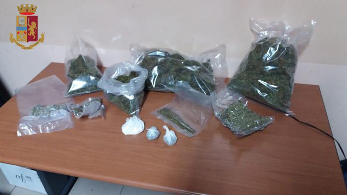 Polizia arresta venticinquenne in possesso di un chilo e mezzo di cannabis