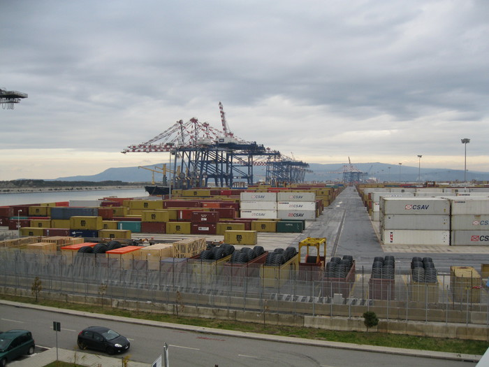 Una veduta del porto di Gioia Tauro