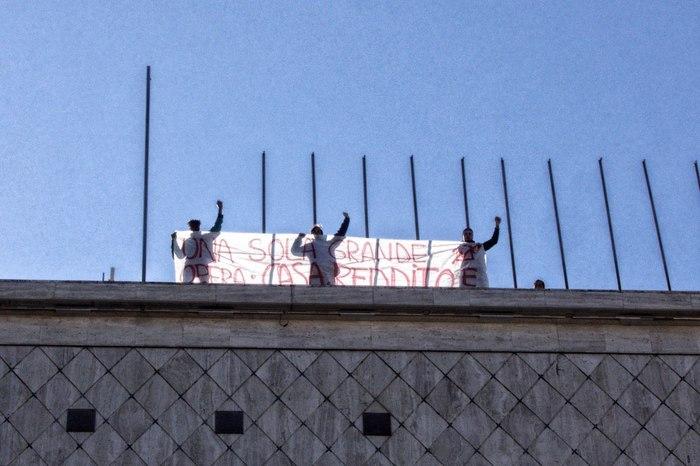 La protesta del comitato Prendo Casa a Cosenza.