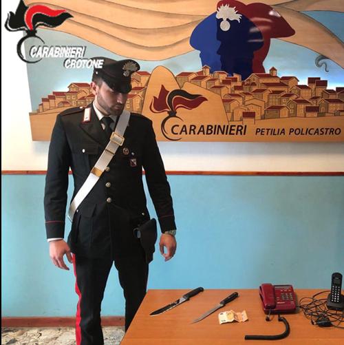 Carabinieri Petilia Policastro coltello