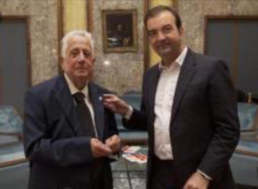 Lo storico cosentino Coriolano Martirano con il sindaco Mario Occhiuto in una foto di qualche tempo fa
