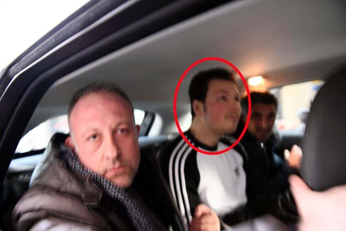 Marco Di Lauro cerchiato  al centro tra gli agenti