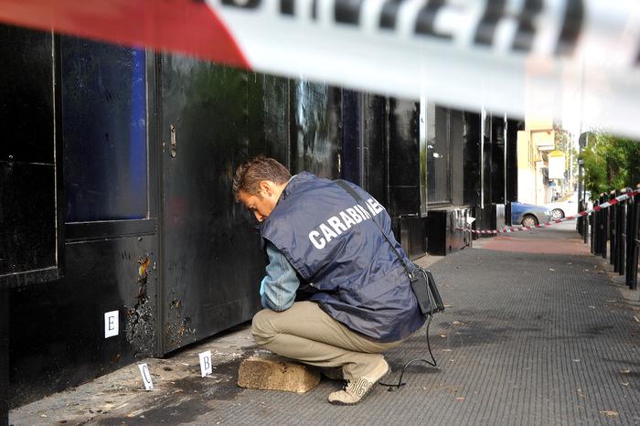carabinieri lavoro dopo bottiglia incendiaria
