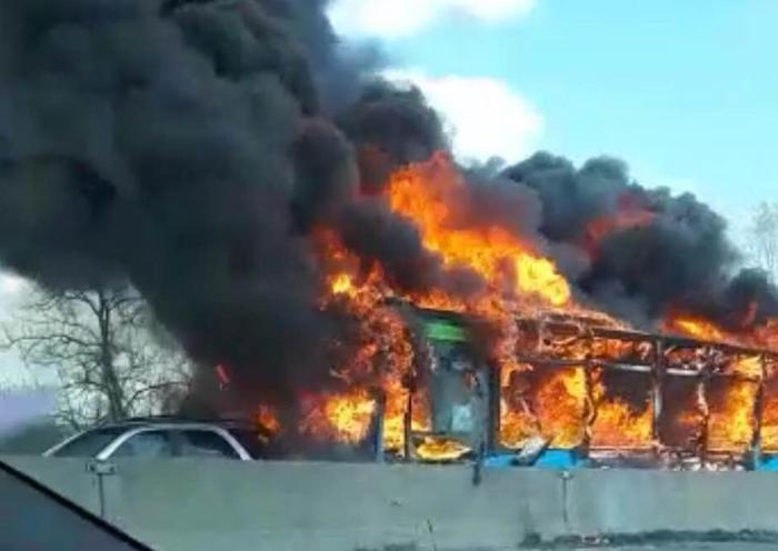 Bus in fiamme Sy