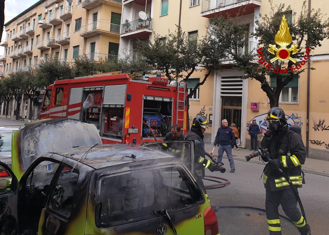 incendio auto via misasi Cosenza
