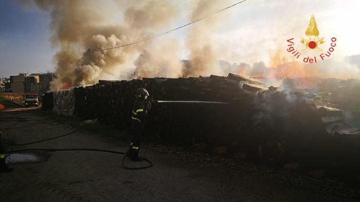 Incendio in cantiere metropolitana leggera Catanzaro
