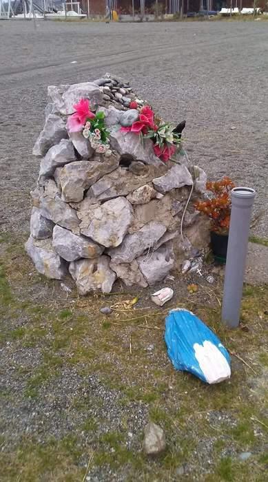 Distrutta da vandali statua Madonnina a Gizzeria