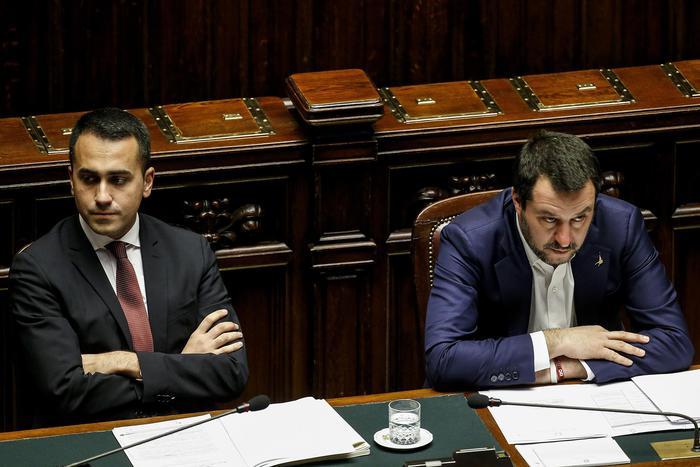 A due settimane delle Europee, sale la tensione tra Salvini e Di Maio