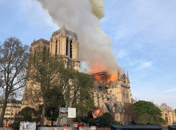Incendio Cattedrale Notre Dame Paris