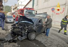 Incidente a Catanzaro tra un'auto e un furgone, due feriti