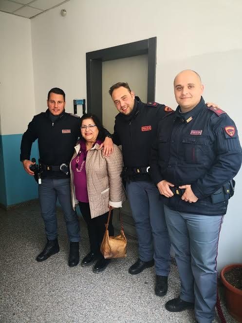 I Poliziotti di Reggio con una delle vittime