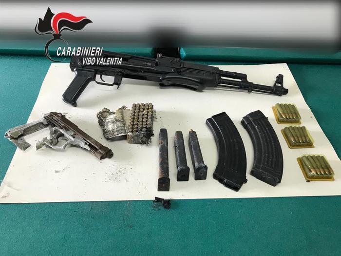 Carabinieri vibo sequestrano armi e munizioni