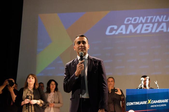 Di Maio a Cosenza: Partito unico vuole far cadere il governo