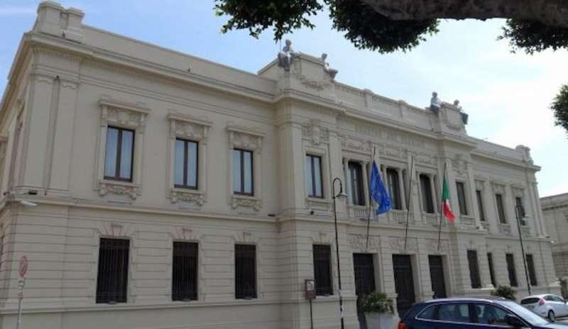 Fatture pagate due volte dall'Asp di Reggio, 13 indagati