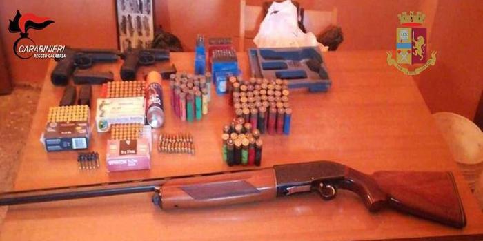Pistole e fucile trovati nel reggino da carabinieri e polizia