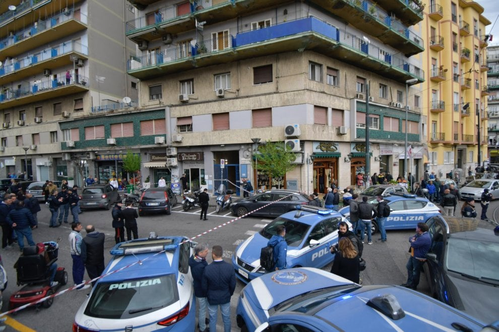 Agguato a Napoli, tre feriti tra cui una bimba di 4 anni