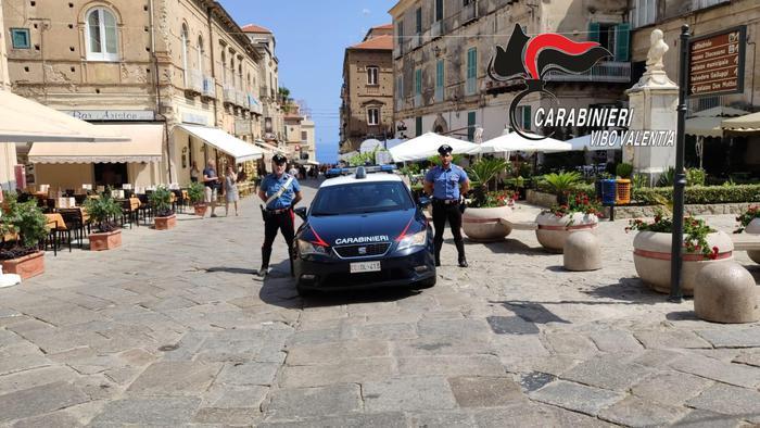Carabiniere libero dal servizio sventa una rapina a Tropea