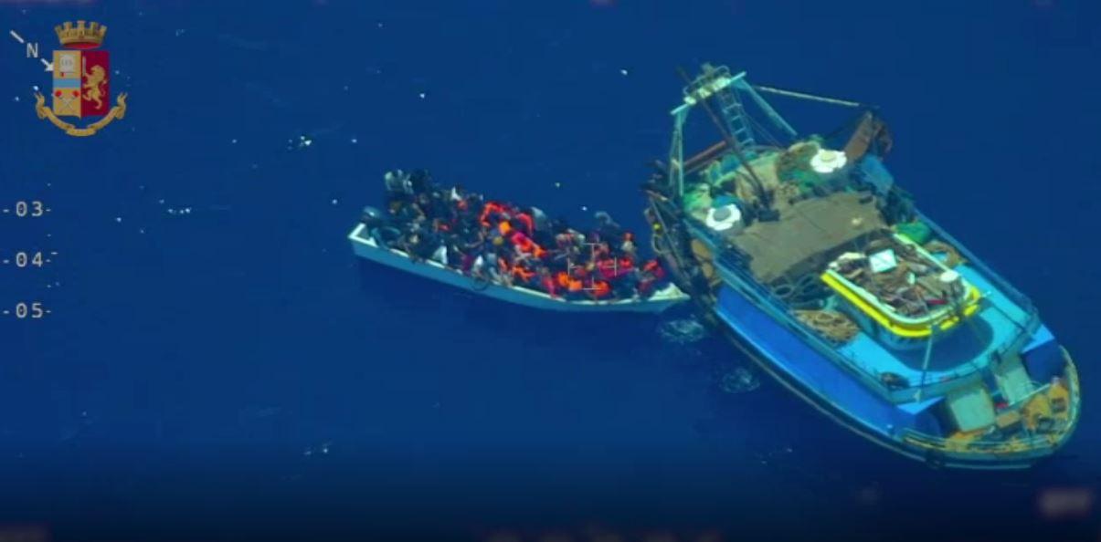 Migranti, scoperto il trucco degli scafisti per portare clandestini in Italia