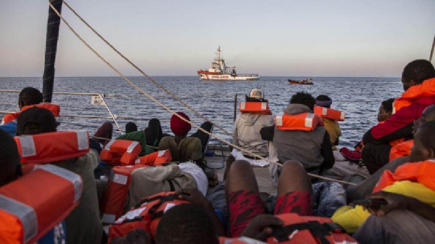 Ong tedesche riprovano a portare migranti in Italia. Salvini: Una provocazione