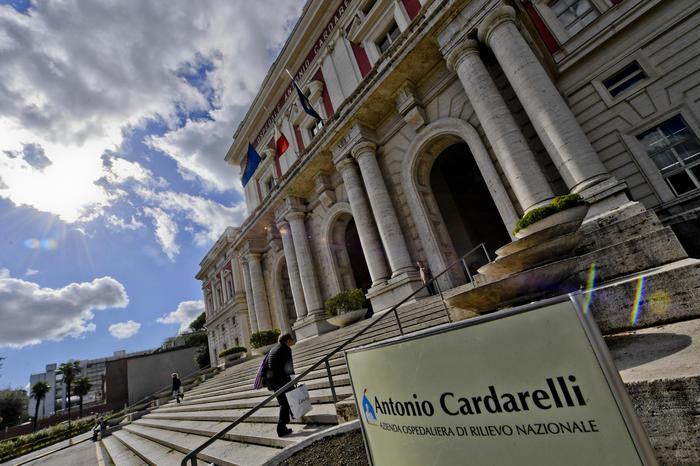 Furbetti del cartellino, oltre 60 indagati al Cardarelli di Napoli