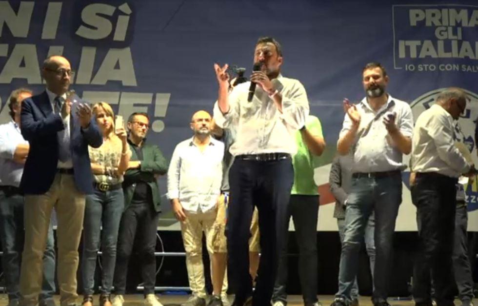 Matteo Salvini nel comizio a Pescara, dateci forza per salvare il paese
