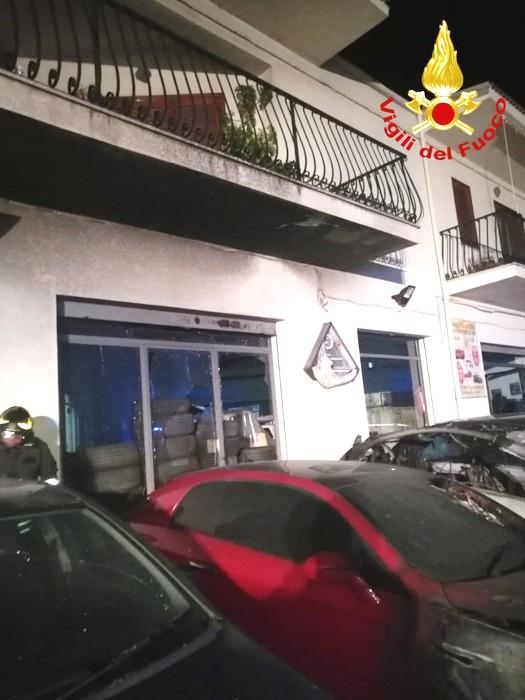 Auto incendiate a Castrovillari, forse pista dolosa